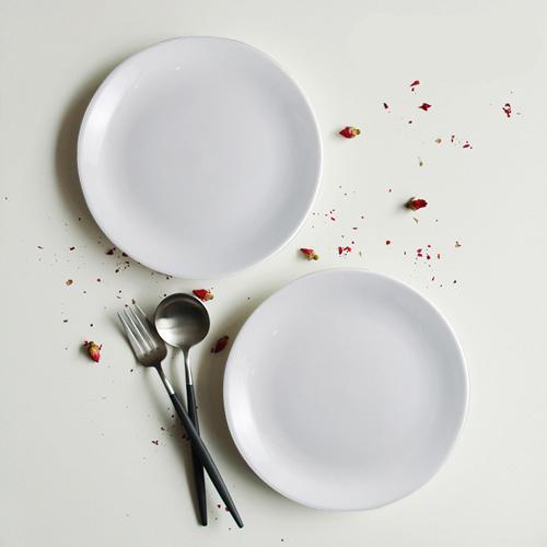 đĩa sứ trắng
